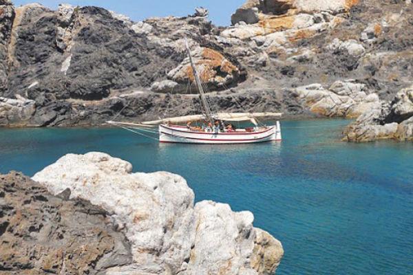 Excursiones marítimas y de pesca con la estancia en los apartamentos de alquiler SA Gavina en el Estartit